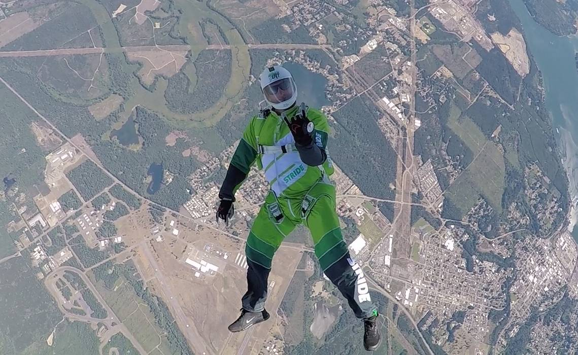 Salt in tandem cu parasuta - Benzoi - Skydiving & Flights