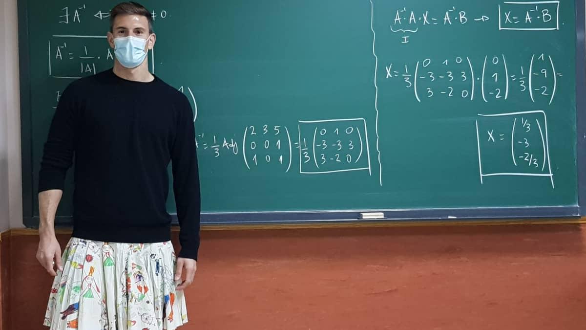 Male Teachers Wear Skirts To School In Spain