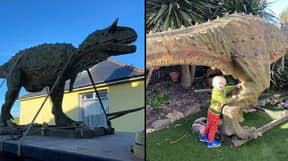 Dad Orders Dinosaur For Son Without Realising It Was 20ft Long And Was Delivered By Crane