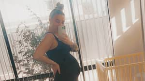Pregnant Hairdresser Refuses To Cut Hair Of Vaccinated People