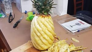 Woman's Unusual Pineapple Cutting Technique Amazes Facebook Users
