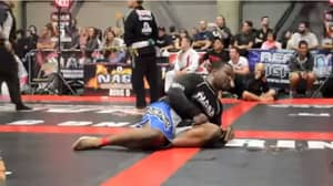 MMA Fighter Farts In Opponents Face Making Him Vomit Everywhere