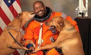 The Story Behind This Astronaut's Picture Is Awesome And Full Of Feels
