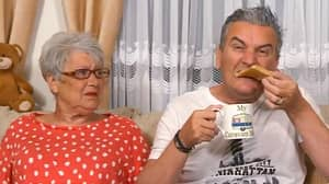 Gogglebox Fans Disgusted Over Lee Dipping Toast In Tea
