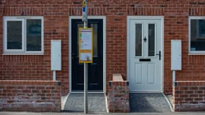 House With 'Excellent Transport Links' Has Bus Stop Blocking Path To Front Door