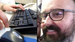 Man Wastes Scammer's Time With Hilarious Game Of 'I Spy'