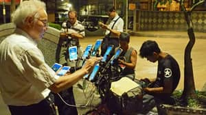 This Pensioner Uses 11 Smartphones Simultaneously To Play 'Pokemon Go'