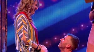 Guy Proposes To Woman Live On 'Saturday Night Takeaway'