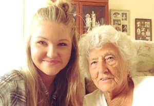 Woman Teaches A 91-Year-Old How To Take A Selfie And Become Friends