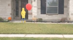 Neighbour Scares People S***less By Creating Horrifying Halloween Display