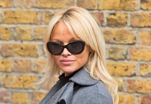 Pamela Anderson Turns Head After Having Make-Under