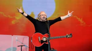 Barry Gibb Rules Glastonbury And Even Gets Stewards Dancing To 'Staying Alive'