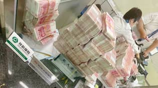 Chinese Millionaire Withdraws Huge Sum And Makes Bank Staff Count It Out