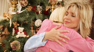 Health Experts Warn Australians Not To Hug Loved Ones At Christmas