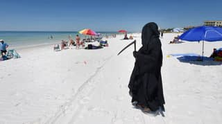 Lawyer In Florida Goes To Beaches Dressed As Grim Reaper To Urge People To Stay Home