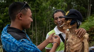 The Indonesian Tribe That Exhumes Their Dead Each Year To Spruce Them Up