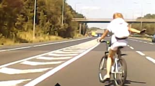 Terrifying Moment a Cyclist Crossed a Four-Lane Motorway Without a Helmet
