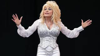 Dolly Parton Says She Won't Get The Covid-19 Vaccine 'Until More People Get Theirs'