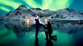 Guy Takes Breathtaking Proposal Picture In Front Of Northern Lights