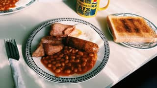 Cafe Offers £1 Fry-Ups To Help Struggling Families