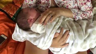 Mum Gives Birth To Huge 11lb Baby At Home