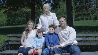 Woman Wanted Professional Family Photos But The Results Are Ridiculous