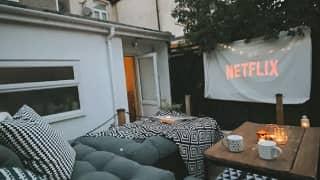 People Are Making DIY Cinemas In Their Gardens