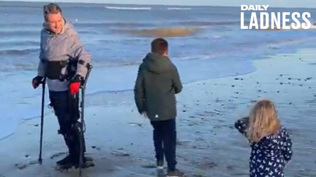 Paralysed Man Uses Exoskeleton To Walk On The Beach With His Children For The First Time