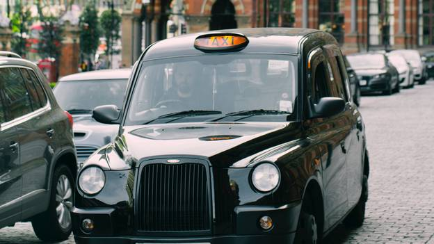 Etiquette Expert Reveals How Much You Should Tip A Taxi Driver