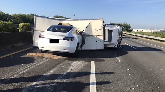 Tesla Car Driver Claims Was On Autopilot Smashes Into Overturned Lorry