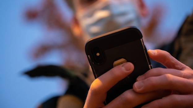 Social Media Users Have Developed A New Condition Known As 'Smartphone Pinky'