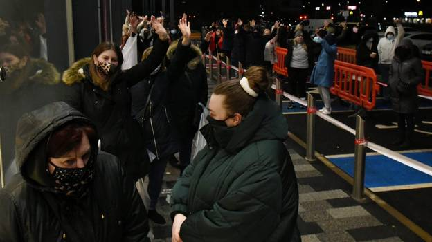 Bargain Hunters Queue From 4am For Boxing Day Sales