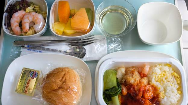 Pilot Shares Strict Rule On What They're Allowed To Eat During Flight