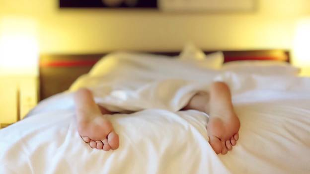 Doctor Divides Opinion After Claiming We Should Never Sleep Naked
