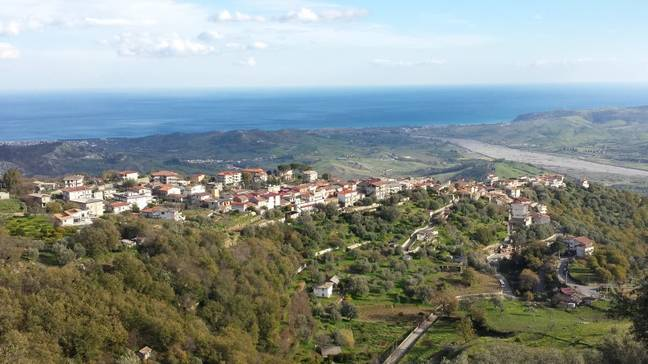 You could be paid to move to the village of Sant'Agata del Bianco. Credit: Wikimedia Commons/Vi90
