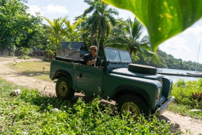 Daniel Craig on location in Jamaica. (Credit: 007.com)