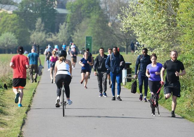 Many people are exercising without the two metre distance. Credit: i-Images Picture Agency