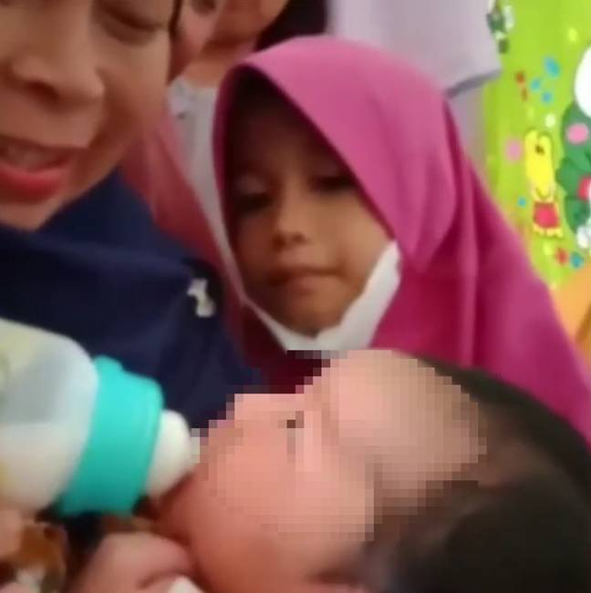 The baby that Siti gave birth to. Credit: Newsflash