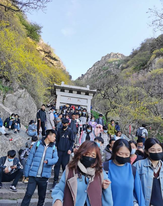 62,000 tourists packed onto the mountain. Credit: Asia Wire