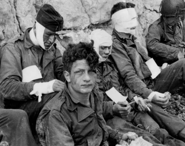 A group of soldiers injured during the landing. Credit: MEDIADRUMIMAGES / NARA