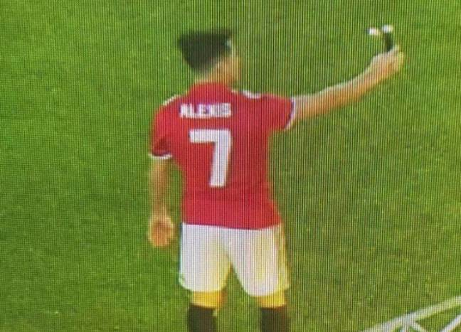 A Photo of Alexis Sanchez in a Manchester United's Number 7 Kit Appeared on Twitter. Credit: Twitter @TheManUtdWay