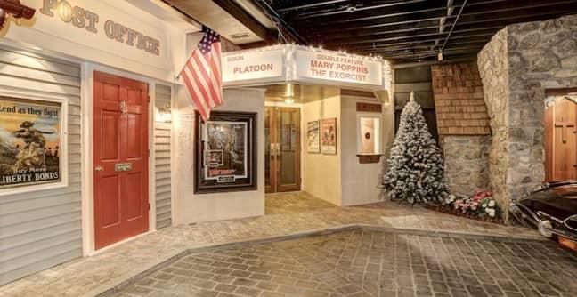 Outside the cinema. Credit: WFP.com