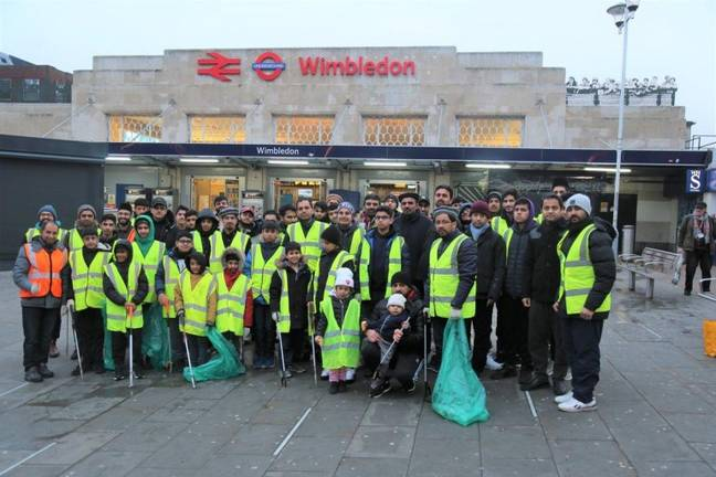 More than 1,500 volunteers helped to clean our streets. Credit: Ahmadiyya Muslim Youth Association
