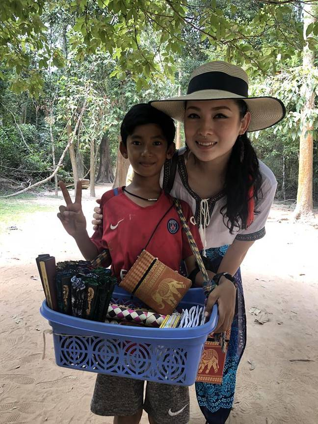Venus GWC with the Cambodian boy who was trying to sell souvenirs using different languages. Credit: Facebook/Venus Gwc