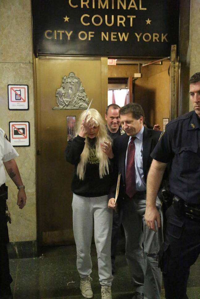 Amanda Bynes leaves Manhattan Criminal Court in 2013 after being arrested for allegedly throwing a bong out of the window apartment. Credit: PA