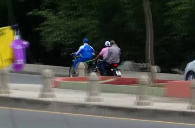 The thief was picked up by accomplices on a waiting motorbike. Credit: Twitter