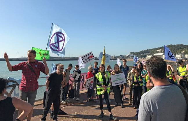 Extinction Rebellion protesters occupy one side of a dual carriageway at the Port of Dover. Credit: PA