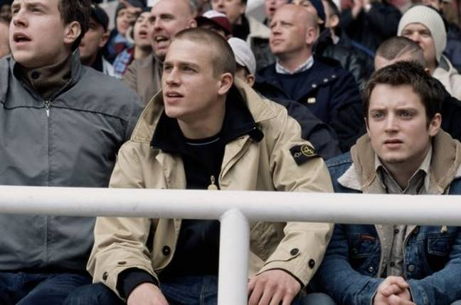 Charlie Hunnam in the football hooligan film Green Street, wearing a Stone Island jacket. Credit: Universal Pictures