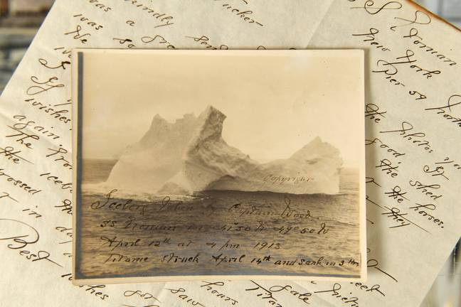 The photograph and letter. Credit: BNPS