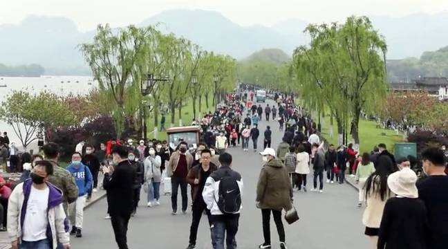 West Lake gave out 165,000 free tickets in a bid to boost tourism. Credit: AsiaWire